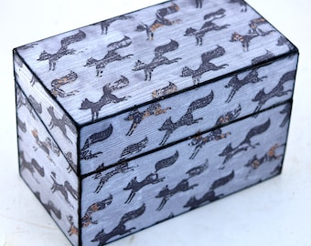 Wood Recipe Box Faux Barn Wood with Gray Foxes Fits 4x6 Recipe Cards