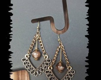 Earrings in bronze and glass bead