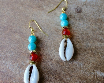 Maat earrings (beaded cowrie shells)