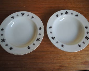 A Pair of Vintage Jaj Pyrex Snow Flake Pattern Desert Bowls / 60s / Soup Bowls / Milk glass / Medium Bowls