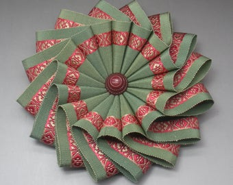 Green and Red Wheel Cocarde Applique