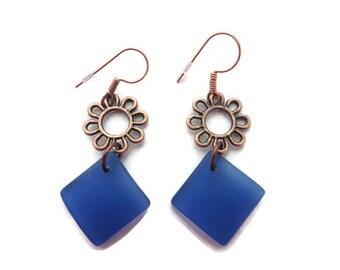 Royal Blue Earrings, Blue Sea Glass Earrings, Blue Beach Glass Dangle, Blue Dangle, Daisy Flower Earring, Recycled Glass Dangle, Cobalt Blue