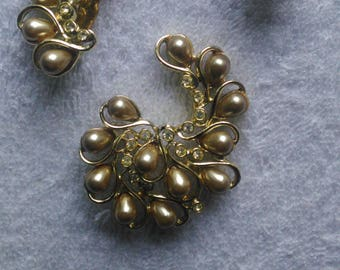 SARAH COV * brooch and clip earrings * gold tone beads & rhinestones * Vintage 50's 60's * like new