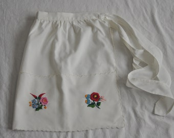 Vintage Hostess Apron--Flowers