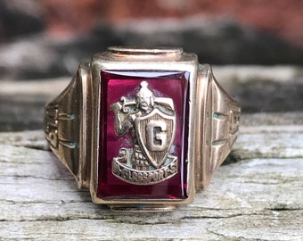 VINTAGE 1943 10KT Yellow Gold Ruby Class Ring Size 9