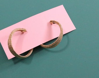 80's Gold Hoop Earrings / Femme Hammered Gold Jewelry / Vintage Earrings