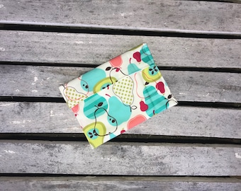3 sizes available Reusable Sandwich or Snack Bag, Reusable lunch bag Choose fold over or Snap closure, Food Safe PUL-Perfectly Pear
