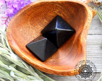 ONE Shungite Crystal Pyramid, Russian Mineral, Base Chakra Healing Stone, Feng Shui Gift For Him, Shungit Crystal Sculpture, Reiki