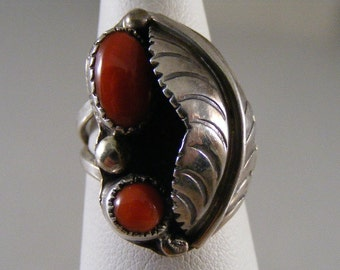 Vintage  Southwest Red Coral  Ring in Sterling Silver ..... Lot 4048