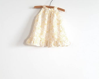 Vintage White and Yellow Swing Top