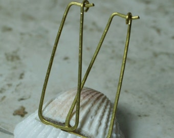 Handmade solid brass elongated trapezoid hoop size 40x15mm, one pair (item ID LEB125G18)