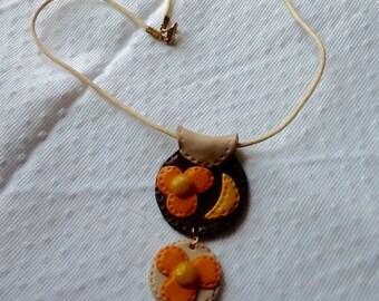 Plate flower orange imitation leather necklace