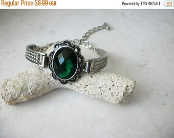 ON SALE Vintage 1950s Silver Tone Etched Green Plastic Stone Bracelet 71517
