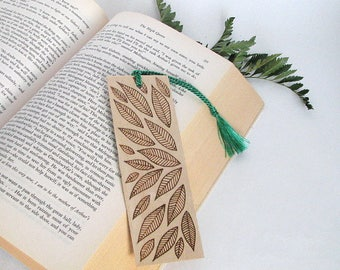 Wood bookmark. Leaf Art. Wood burned bookmark. Botanical Art. Nature Bookmark. Unique bookmark. Best Friend Gift. Nature Art. Tree of Life
