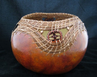 Needles and Nuts - Walnut Slices and Pine Needle Coiling Gourd Art