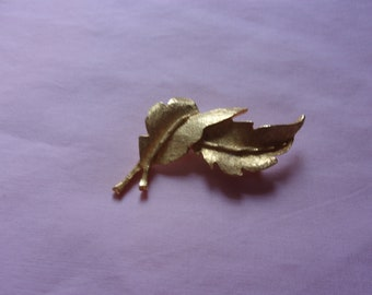Vintage gold tone leaf brooch, estate jewelry
