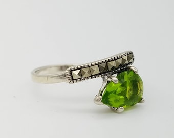 Vintage Peridot CZ & Marcasite Sterling Silver Ring - Size 6.5