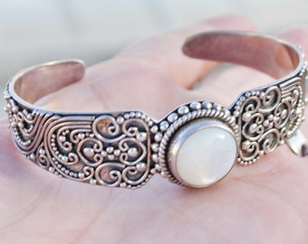 Vintage Granulated 925 Sterling Silver with Mother of Pearl MOP center Oval Bangle Bracelet Indonesia