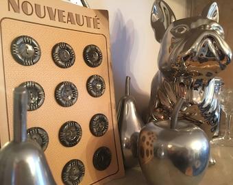 12 Vintage Art Deco Nouveaute 20mm 2 hole buttons on original card