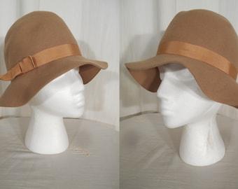 Vintage 1920s Hat | Cloche Hat | Art Deco Flapper Hat | Brown Wool Felt with Grosgrain Ribbon