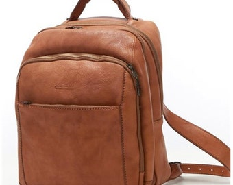 Backpack  of genuine calf-skin leather  3 compartments