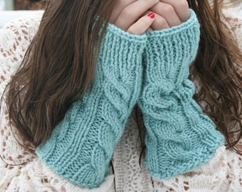 Kate's Cable-Knit Fingerless Gloves in Blue