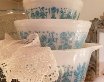 Pyrex butterprint three bowl set, 401 402 472