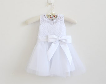 White Flower Girl Dress Baby Girls Dress Lace Tulle White Flower Girl Dress With Bows Sleeveless Knee-length