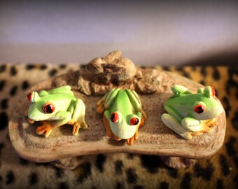 Red Eyed Tree Frogs Set of 3-Miniature frogs-Fairy Garden fun-Green frogs