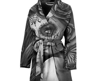 Calavera (Day Of The Dead / Dia De Los Muertos) Halloween Skull Design #2 (Vintage Retro) Women's Bathrobe