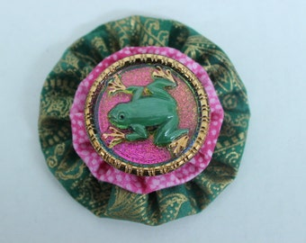 Czech Glass Frog Button and Fabric Yo Yo Brooch