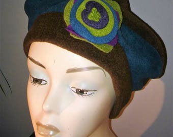 beret of fleece and Brown and teal flower