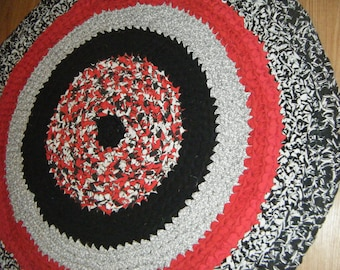 Black and Red Rag Rug\\Hand Crocheted Black and Red Fabric Rug\Black and Red Rug