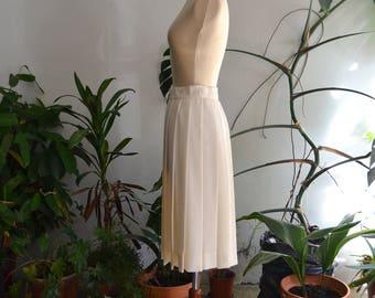 Vintage Cream Pleated Skirt, size Small