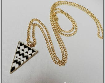 Necklace black and white triangle geometric pendant
