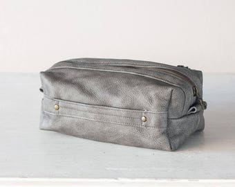 Travel case in grey distressed leather, accessory case toiletry storage organizer groomsman gift case - Skiron travel case