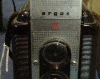 Vintage Argus 75 TLR Camera