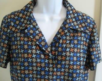 Retro-tech print top, NOS 1970s vintage Qiana shirt, disco-era wide collar, short sleeves, De Luxe, USA, size large