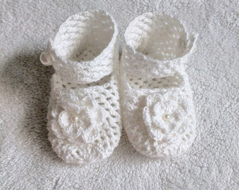 Hand Knit Baby Shoe Gift - White - Ankle Strap - Knit Flower - Pearl Detail - Babyshower Gift - Baby Girl Gift - Baby Keepsake -Knit Booties