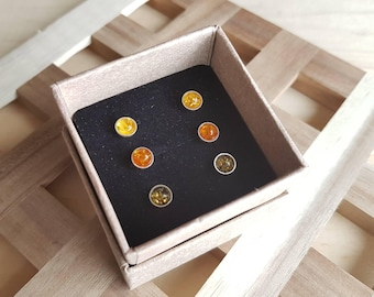 Green and natural amber stud earrings set, 3 pairs of amber studs set, little amber earrings in gift box, natural amber earrings, amber dots