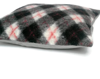 Throw Pillow, Decorative Pillow/Cushion Cover Red Black White Gray Wool Mix Knitted Plaid Tartan Pillow Cover