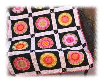 Lakehouse Fun Flowers Toddler Lap Throw Wallhanging Quilt