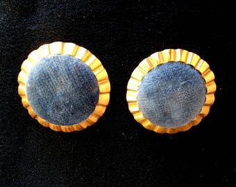 Different color velvet and brass round clips see variations