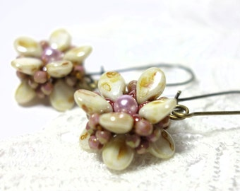 Flower Earrings Flower Earrings earrings beige pink fire polished glass beads PipBeads earrings