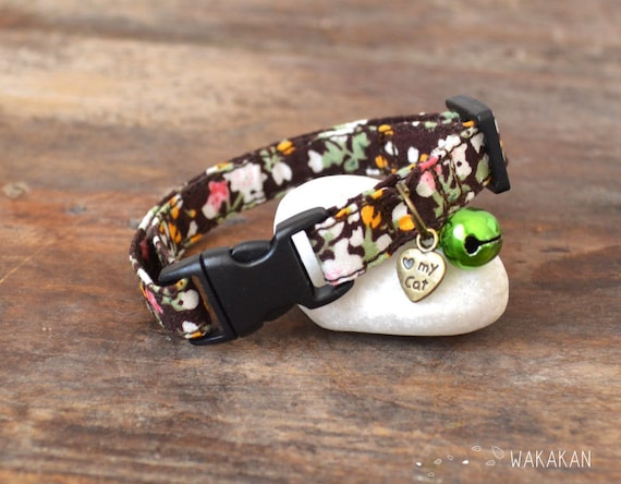 Cat collar Country flowers. Very soft. Made with 100% cotton fabric with a breakaway buckle. Wakakan