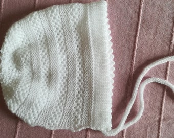 White bonnet/ baby bonnet/ christening bonnet/ baptism bonnet