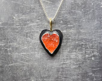 Rough Fire Opal Heart Necklace Black Oxidized Silver 22K Yellow Gold Raw Mexican Orange Gemstone Pendant Rustic Primitive Design - Feuerherz