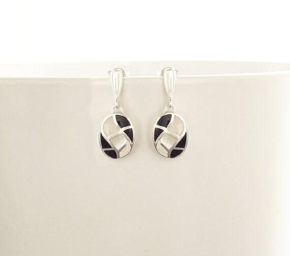 Mother of Pearl - Black Onyx,  Sterling Silver Earrings - White Black, Mariage, Oval Mosaic Earrings -Wave Pattern - Dangle Earrings,