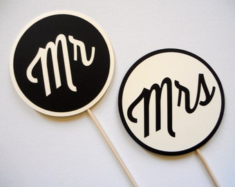 Mr and Mrs Photo Booth Props . Wedding Photo Booth Props . Mr and Mrs Wedding Signs . Wedding Photos . Black and Cream . Set of 2
