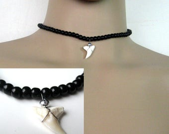 Man N3381 shark tooth necklace